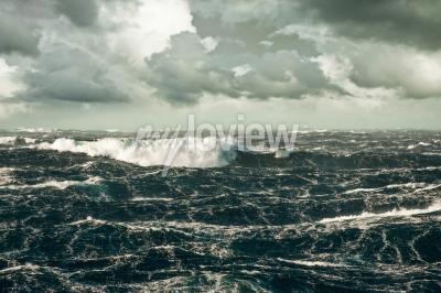 Obraz Obrovské vlny narážející Dole na útok severním Atlantiku