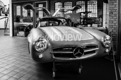 Fototapeta Body Mercedes-Benz 300SL v restaurační dílně Mercedes-Benz