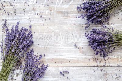 Fototapeta Suchý levandule design s kyticí na dřevěném pozadí pohled shora mockup