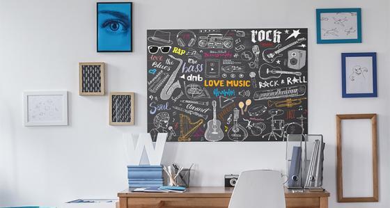 Hudební plakáty v pokoji teenagera